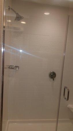 Eau Claire, WI: The world's worst shower arrangement