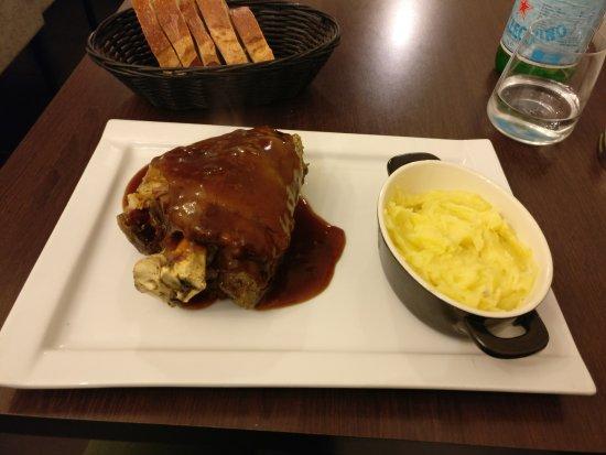 Jarret de porc picture of le bistrot des gourmets le - Cuisiner le jarret de porc ...