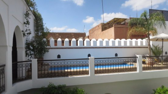 Piscine chauffe picture of riad clementine marrakech for Chauffe piscine