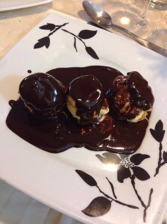 Quincampoix, Γαλλία: Profiteroles au chocolat