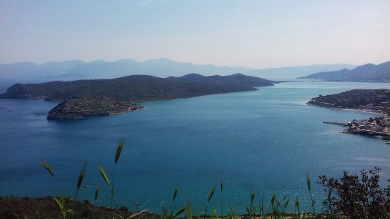 Elounda, Greece: Climbing up to the mountain the way to Vrouhas .Amazing view throu the smells of wild nature