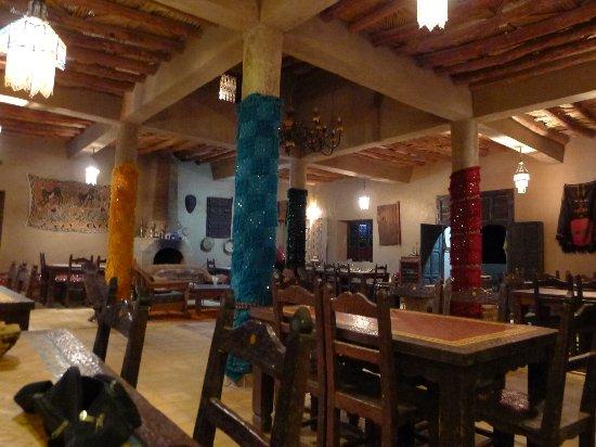 Auberge Kasbah Leila: la salle à manger avant l'arrivée des tourites .....