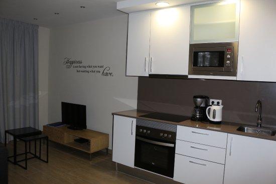 living con cucina e soggiorno - Picture of Feelathome Plaza ...