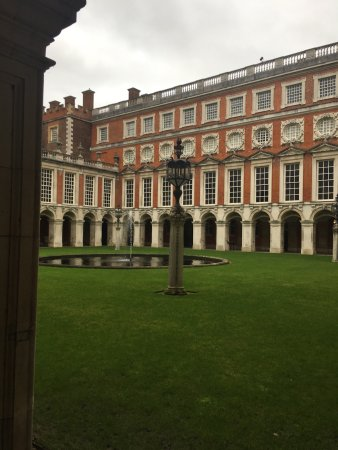 Hampton Court Palace: 😆