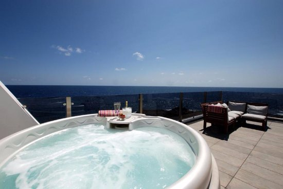 Casa Esquina del Mar : Enjoy your private hot tub
