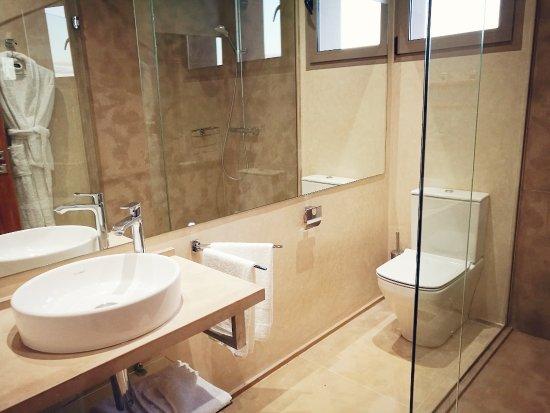 Salle de bain des villas individuelles, mur en Tadelakt et douche en ...