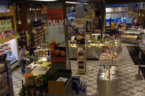 showroom with buffet - photo de sunsweet fresh market, new york