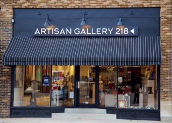 Δυτικό Des Moines, Αϊόβα: The exterior of Artisan Gallery 218 welcomes everyone.