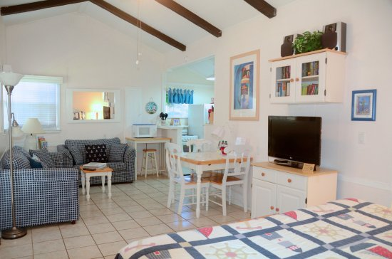 Cottages by the Ocean: King studio with plenty of living/dining/kitchen space
