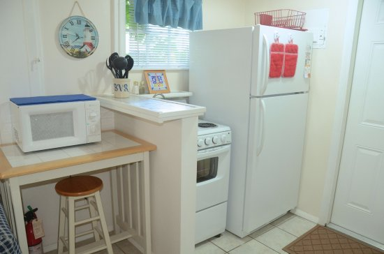 Cottages by the Ocean: King studio kitchen