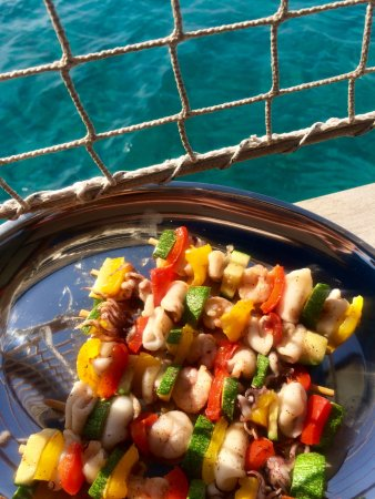 Platis Yialos, Greece: what a wonderful seafood on board!