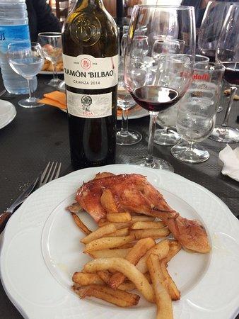 Candanchu, Spain: Plat : poulet roti et frites maison