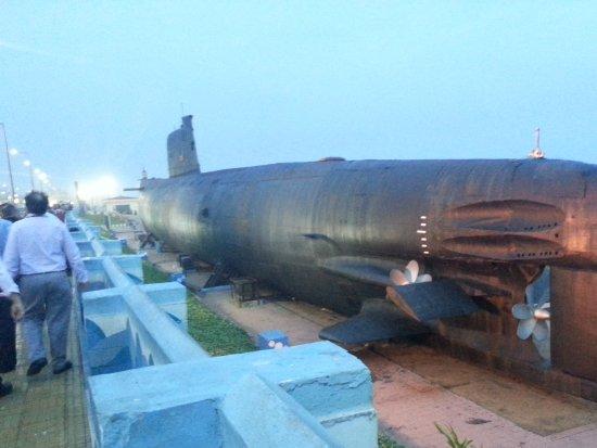 Submarino museo INS Kurusura: View from the road