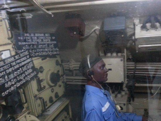 Submarino museo INS Kurusura: Inside