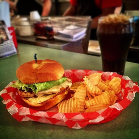 Brevard, Carolina del Norte: You can never go wrong with a chicken club!