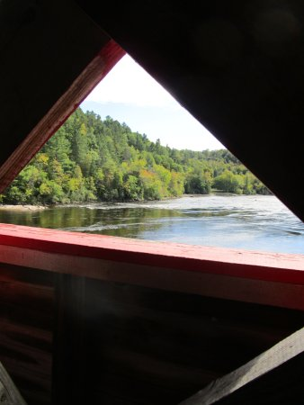 Wakefield, Kanada: View from overed bridge