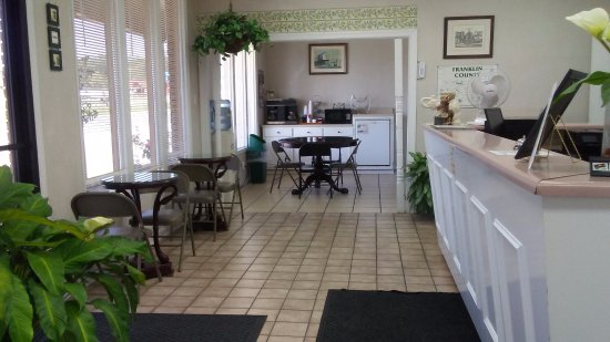 Russellville, AL: Lobby Area and Breakfast Area
