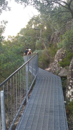 Fingal Bay, Australia: Metal walkways near the top.