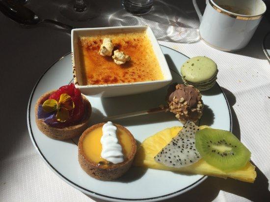 La Chapelle-en-Serval, Francia: Brunch - dessert