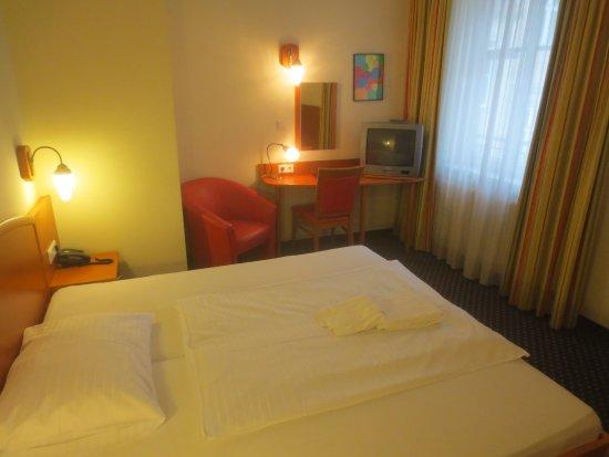 Suite Hotel 900 m zur Oper: Zi 48