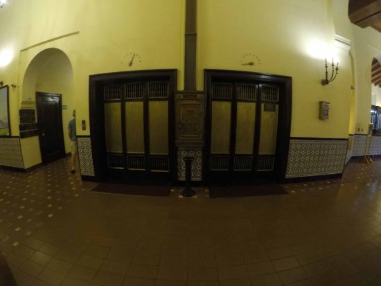Hotel Nacional de Cuba: Elevadores Originales del año 1930
