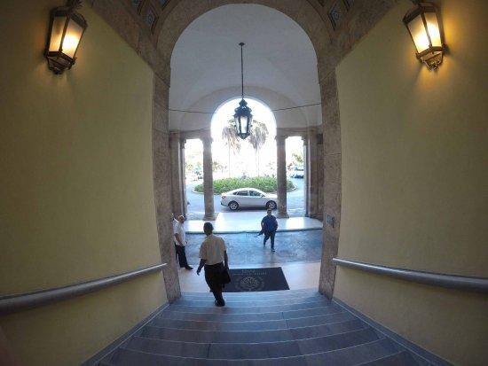 Hotel Nacional de Cuba: Entrada del Hotel
