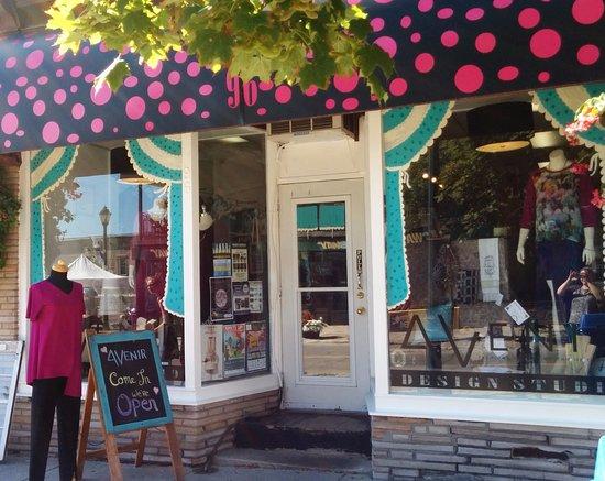 Almonte, Canada: AVENIR Storefront