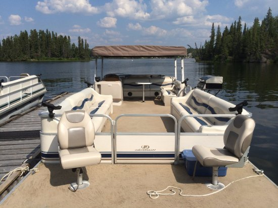 Flin Flon, Canadá: 18 passenger pontoon boats for rent
