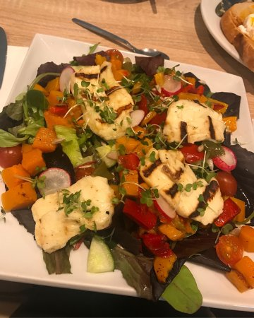 Benson, UK: Halloumi salad