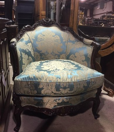 Mount Holly, NJ :  Online and In-Store, we offer the largest selection of Antique and Preowned furnishings in SJ