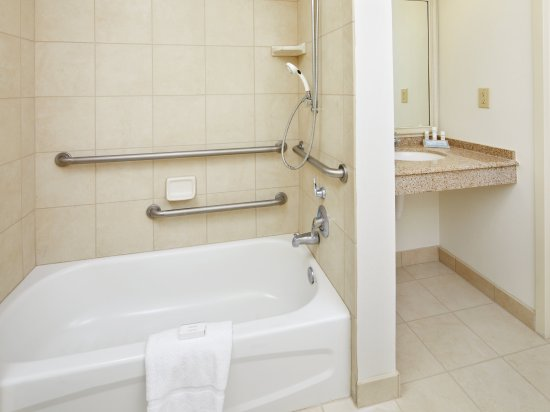 Accessible Bathtub - Picture of Hilton Garden Inn Savannah Midtown ...