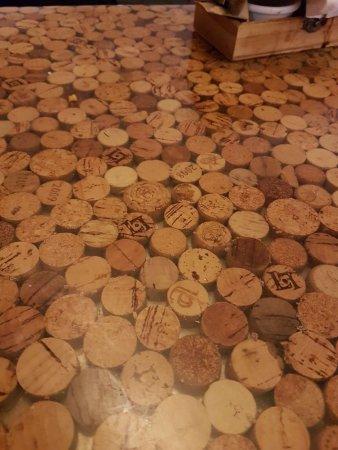 Cortxo Gastrobar: Original tables decoration