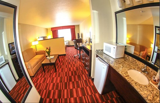 Hermiston, OR: King Suites also all have sofa beds that are prepared and ready for use.