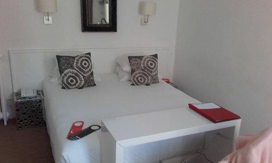 Hotel Colette: Une jolie chambre accueillante...