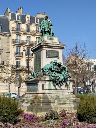 Monument to Alexandre Dumas