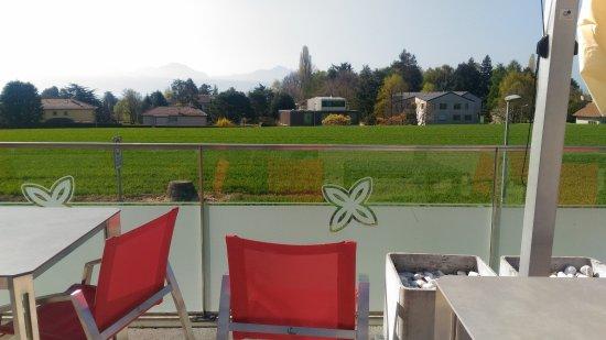 Saint Sulpice, สวิตเซอร์แลนด์: hotel terrace