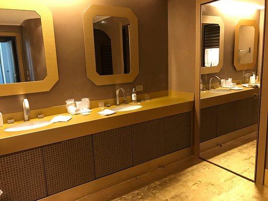 Casta Diva Resort & SPA: GOLD bathroom