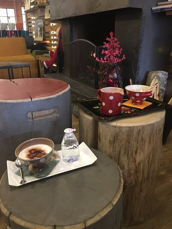 Hotel La Bergerie : Afternoon hot chocolate and cappuccino by the fire