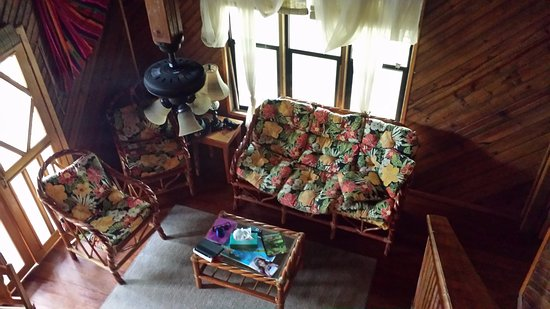 Sundancer Cabanas Roatan Beach Front: Living room from Loft
