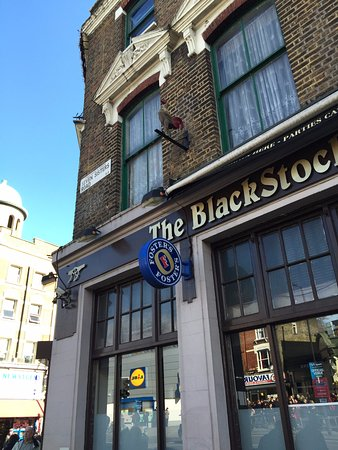 ‪The Blackstock pub‬