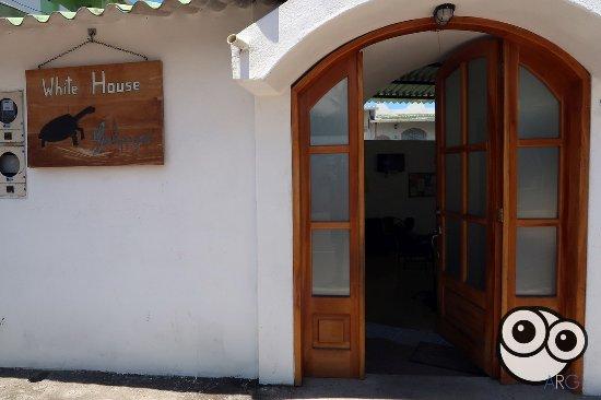 White House Galapagos: Acceso al hostal