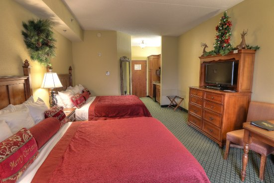 The Inn at Christmas Place: Deluxe Two Queen Bed Room view B