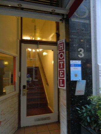 Doria Hotel Amsterdam: entrée hôtel vue de la rue