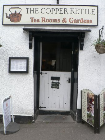 Dulverton, UK: Main Entrance to The Copper Kettle
