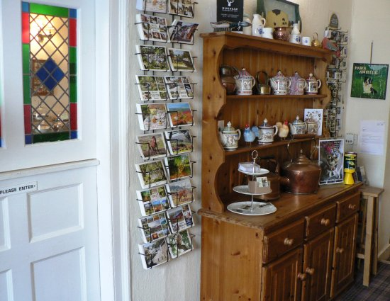 Dulverton, UK: Entrance Hallway to the Copper Kettle