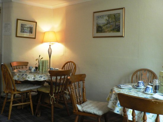 Dulverton, UK: Front Dining Room for the Copper Kettle
