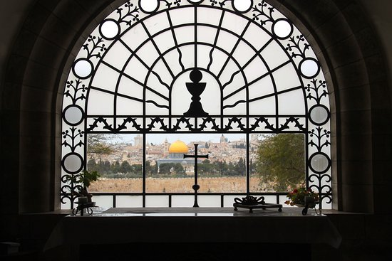 Dominus Flevit: Views of the Temple Mount over the Altar