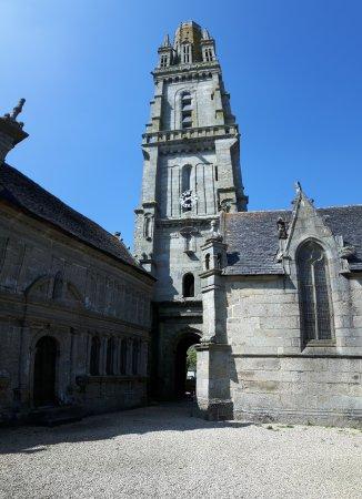 Lampaul-Guimiliau, Francia: 20170409_153954_large.jpg