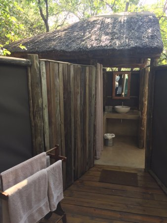 Mashatu Tent Camp: Ensuite outdoor bathrooms (fully-equipped)