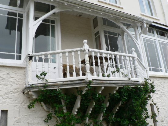 Woody Bay Hotel: Balcony for Romantic Drinks during Summer Sunsets!